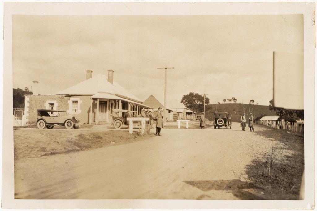 L12 - Cudgegong Village 1926 - Main Road Mudgee to Sydney