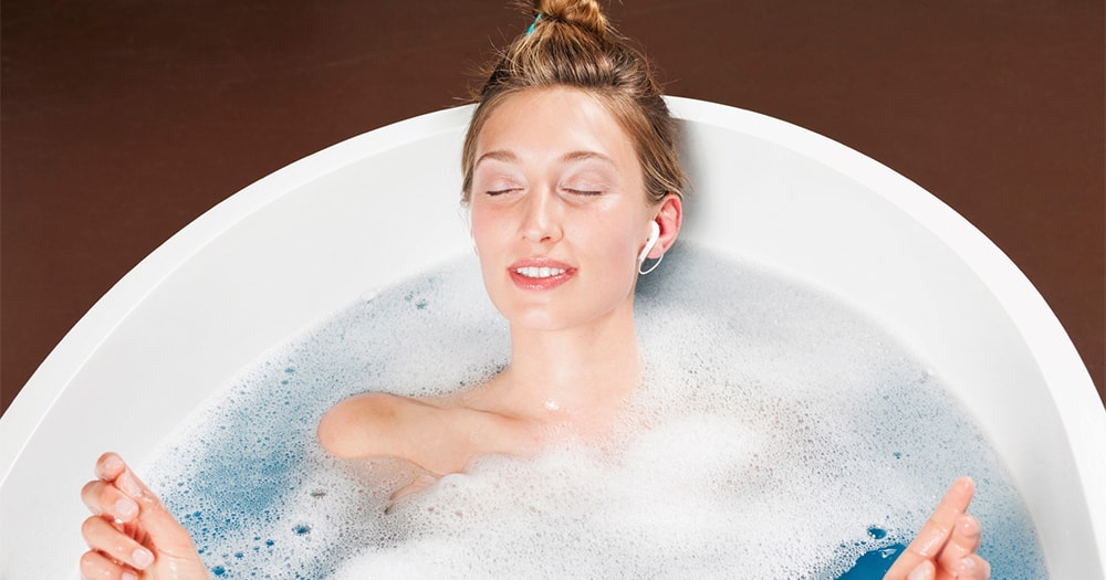 Health goals 2016 - epsom salts - lady taking bath