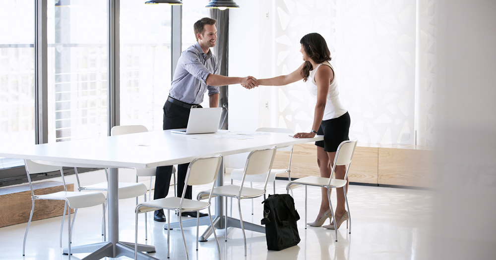 Top questions to ask at an interview that will leave an impression, shake hands too