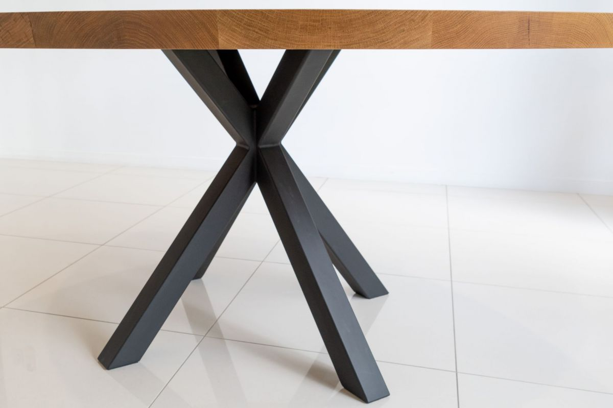 Round Table / Metal Legs