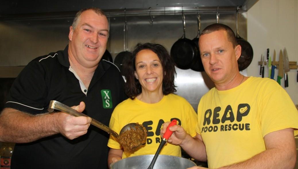 REAP Volunteers get in the kitchen!