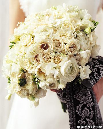 a100078 sum03 romanticmdl xl White Wedding Flowers