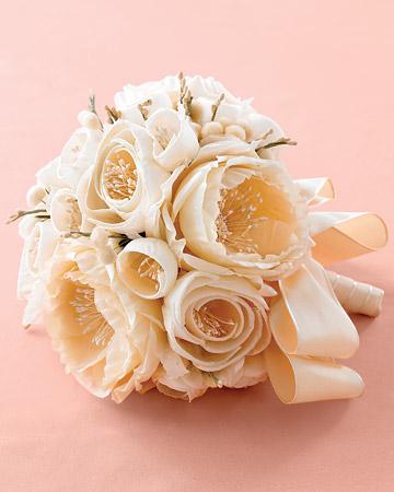 mwd103982 fal08 fab bouq xl White Wedding Flowers