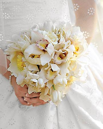 mws1544 fal08 rhap bouq xl White Wedding Flowers