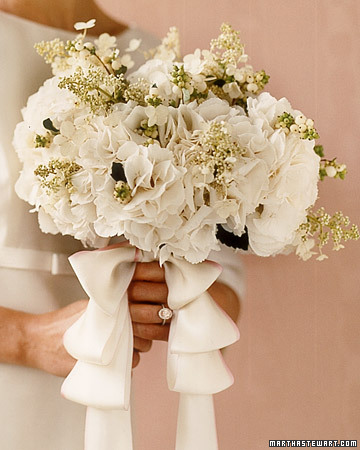 wa101825 win06 04 xl White Wedding Flowers