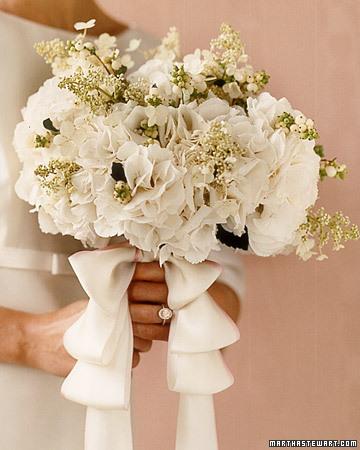 wa101825 win06 04 xl White Wedding Flowers