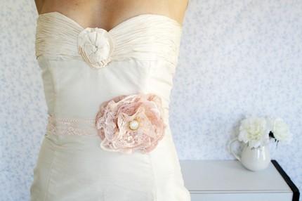 Little white dresser wedding hair002 Little White Dresser