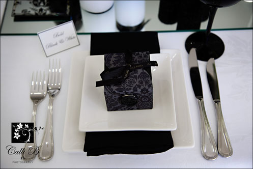 bold black and white tablescape002 Bold Black & White Tablescape