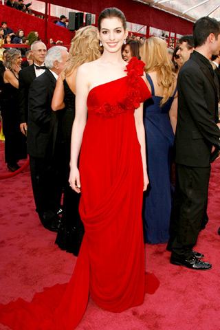 anne hathaway Lady In Red