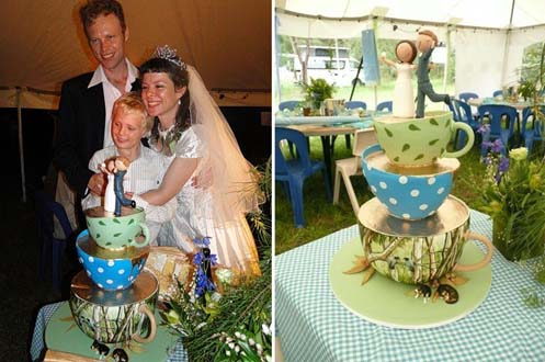 indra-day-planet-cake-winner-wedding005a