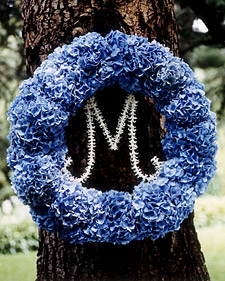 a100448_win04_wreath_l