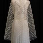 etsy-__-honeycombveils-__-polka-dot-veil