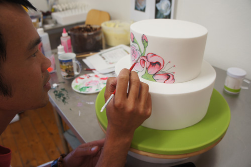 Decorating rose & Lily cake