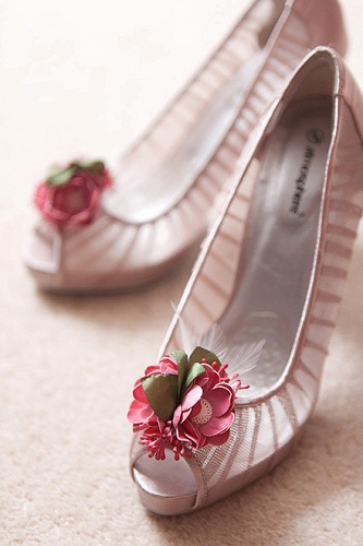Bridesmaid shoes with shoe clips from Chloe & Maddie