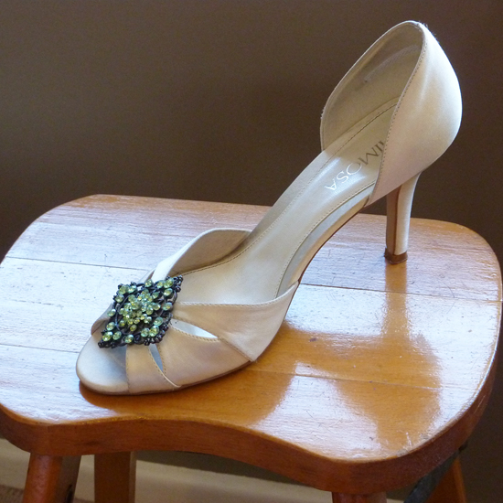 Shoe with brooch S