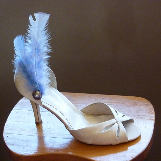 Shoe with feathers S