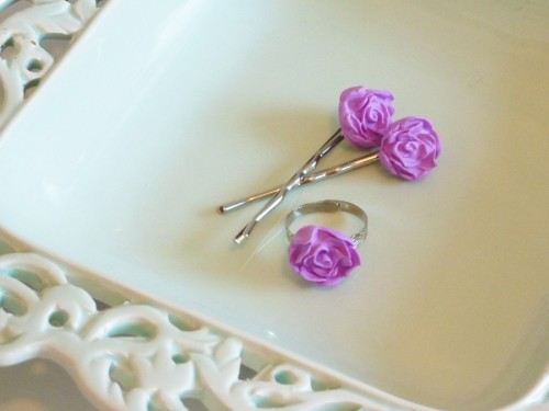 Atypical Type A - Flowergirl hair clips 3