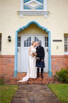 brisbane newlyweds kissing