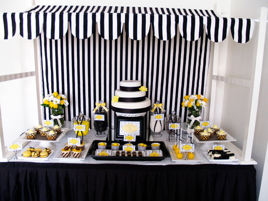 yellow and black candy buffet001 Black and Lemon Lolly Buffet