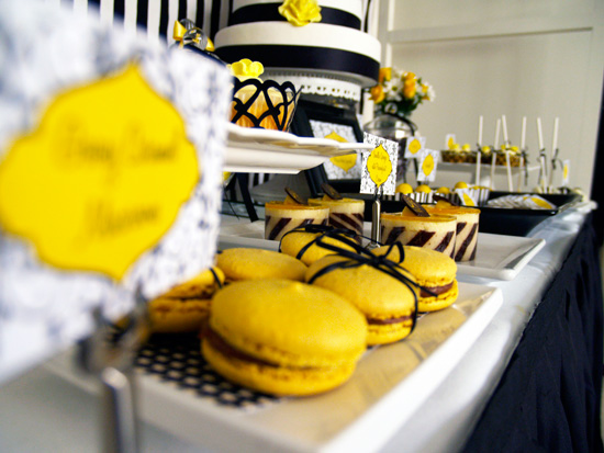 yellow and black candy buffet004 Black and Lemon Lolly Buffet