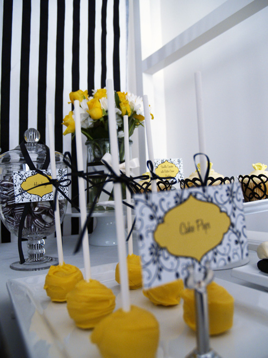 yellow and black candy buffet005 Black and Lemon Lolly Buffet