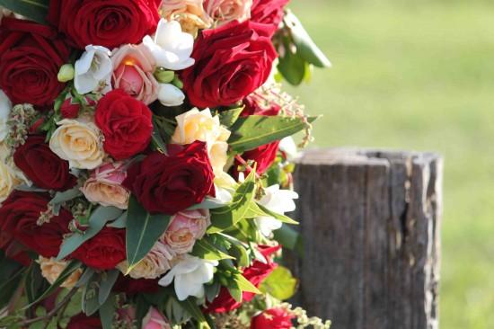 flowers cu e1319708793984 A Florists Country Wedding Emma and Braden