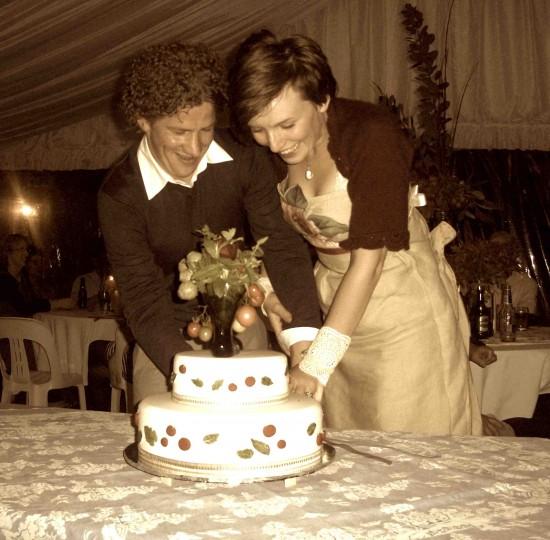 we cut the cake e1319707993627 A Florists Country Wedding Emma and Braden