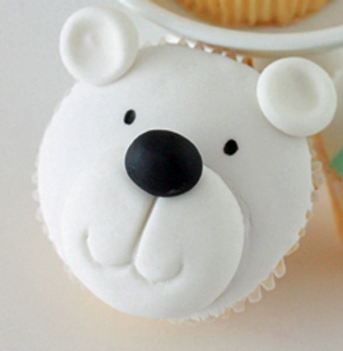 IMG 451511 Polar Bear and Christmas Present Cupcake Tutorial