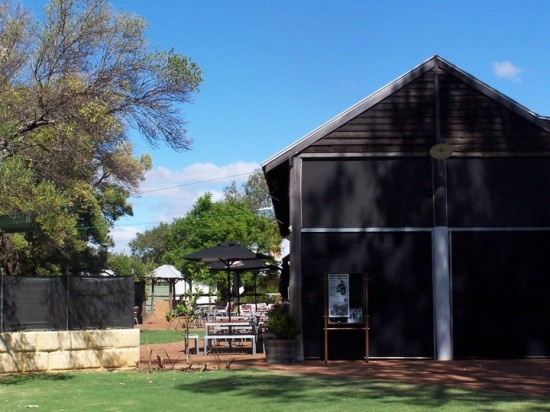 barn wedding 550x412 Rustic Western Australia Wedding Venues