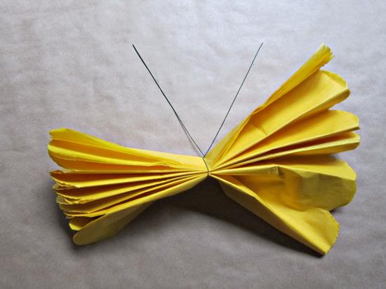 paper pompom tutorial009 Tissue Paper Pom Pom Tutorial