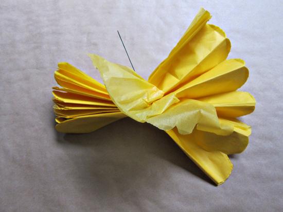paper pompom tutorial010 Tissue Paper Pom Pom Tutorial