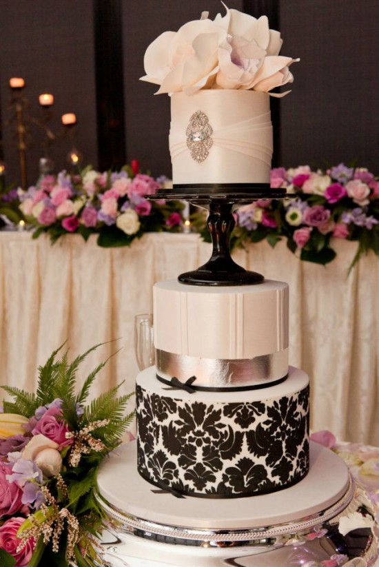378739 10150569244034066 529359065 10740887 1863721922 n 550x8231 Classic Black and White Wedding