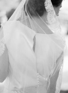 beautiful bride back photography