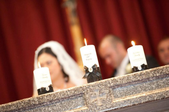 candles 550x3661 Classic Black and White Wedding
