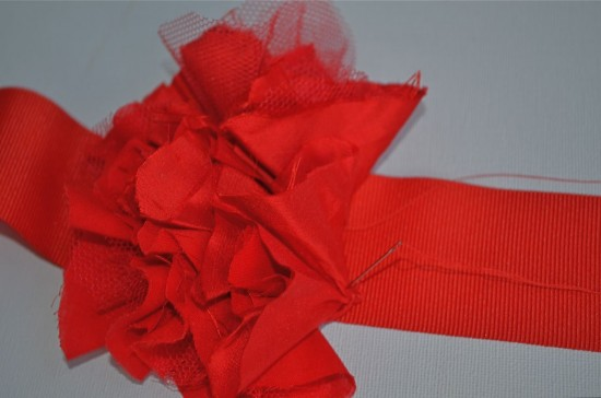 rufflebelt5 550x364 Bridesmaids Ruffled Belt   Tutorial