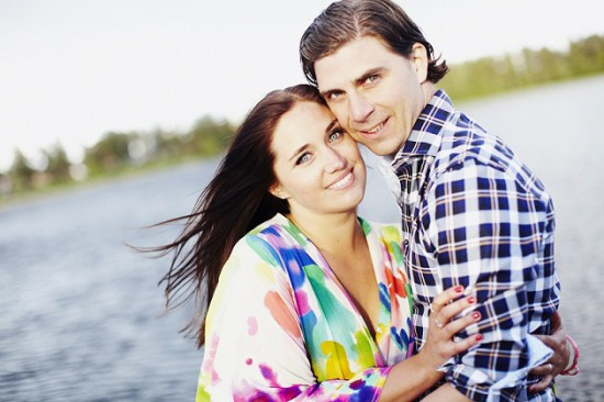 Polka Dot vid bryggan 550x366 A Swedish Engagement Shoot