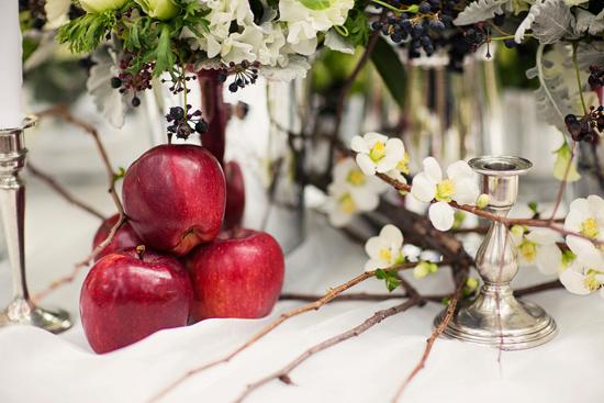 snow white wedding inspiration010 Snow White Wedding Inspiration