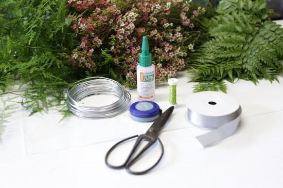 5D3L0030 550x366 DIY Floral Head Wreath Tutorial
