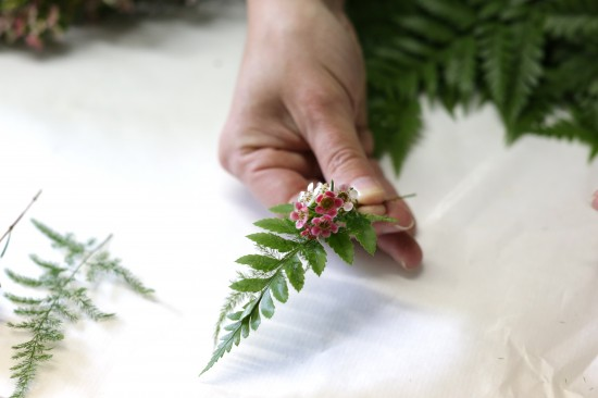 5D3L0046 550x366 DIY Floral Head Wreath Tutorial