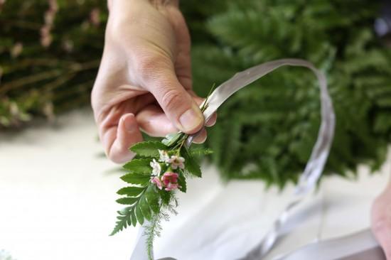 5D3L0047 550x366 DIY Floral Head Wreath Tutorial