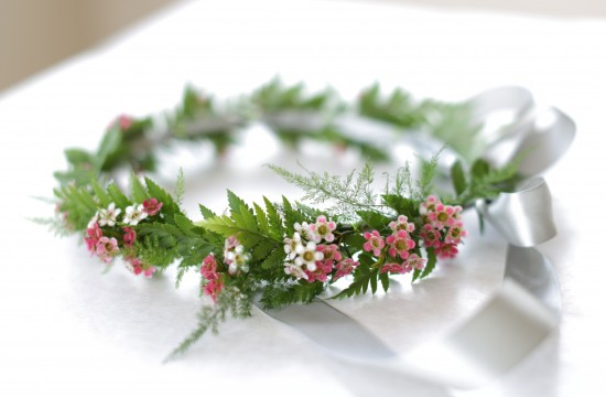 5D3L0123 550x360 DIY Floral Head Wreath Tutorial
