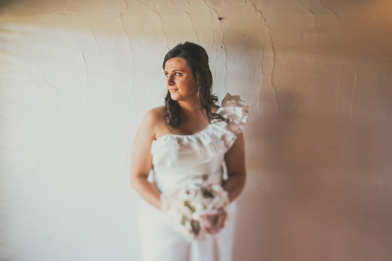 carla iain 230 550x366 Carla & Iains Classic Rustic Hunter Valley Weekend Wedding