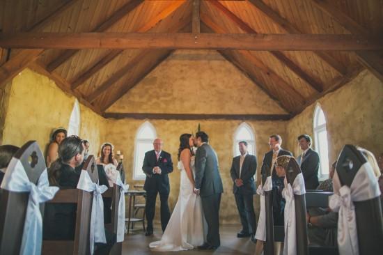 carla iain 333 550x366 Carla & Iains Classic Rustic Hunter Valley Weekend Wedding