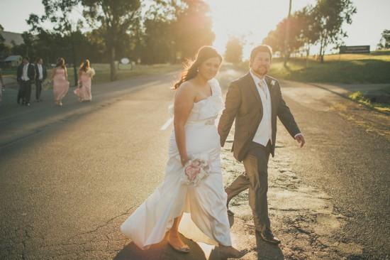 carla iain 415 550x366 Carla & Iains Classic Rustic Hunter Valley Weekend Wedding