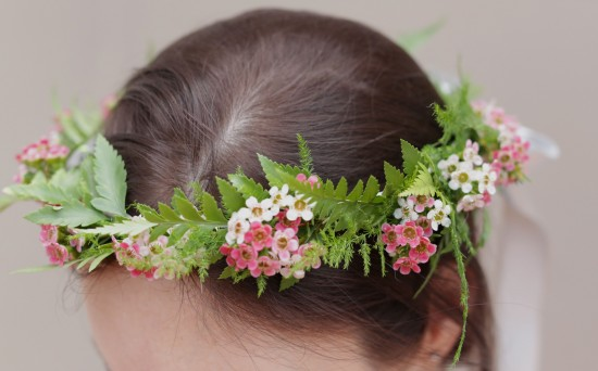 hair wreath 550x342 DIY Floral Head Wreath Tutorial