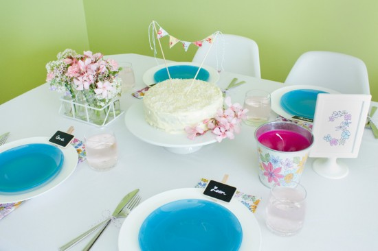 sweet floral table 01 550x366 Spring Floral Table Styling Ideas