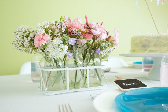sweet floral table 09 550x366 Spring Floral Table Styling Ideas