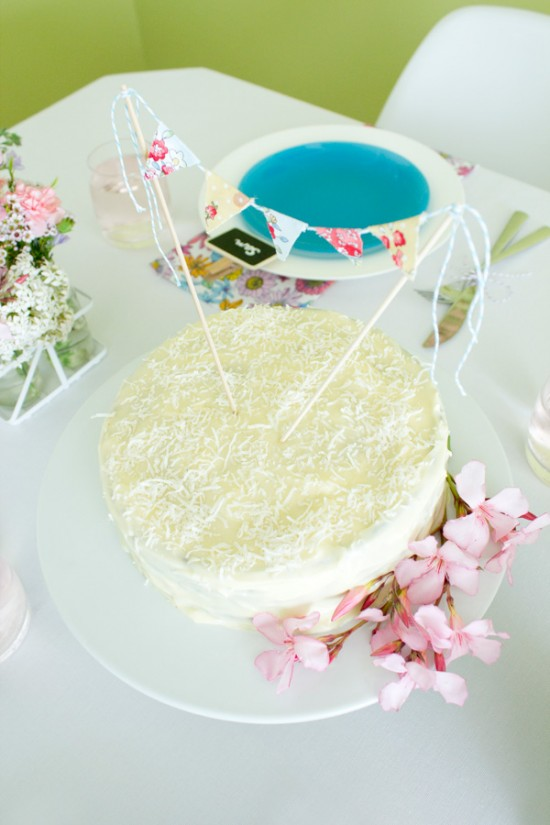 sweet floral table 11 550x825 Spring Floral Table Styling Ideas