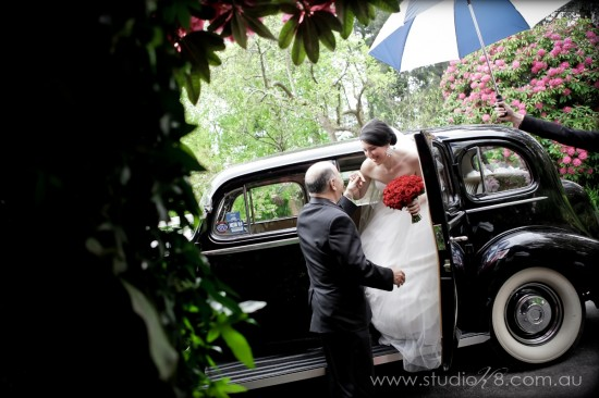 LA131012 201 550x366 Lisa & Adrians Vintage Wedding In The Dandenong Ranges