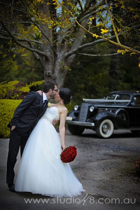 LA131012 421 Lisa & Adrians Vintage Wedding In The Dandenong Ranges